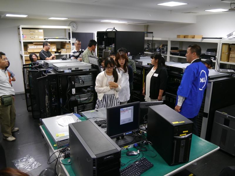 オフィスツアーでは、サーバーの検証室を特別に公開