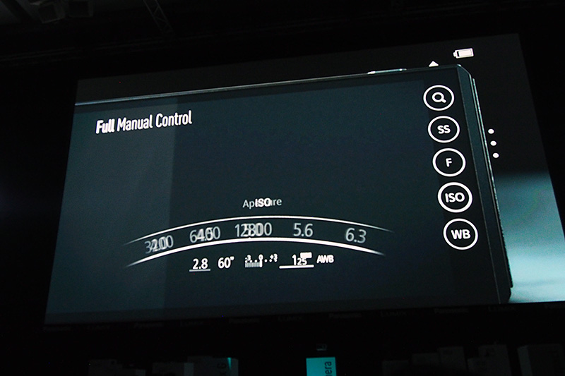 絞り、シャッタースピード、ISO感度、ホワイトバランスなどは、外周リングやプレビュースクリーン上で選択する