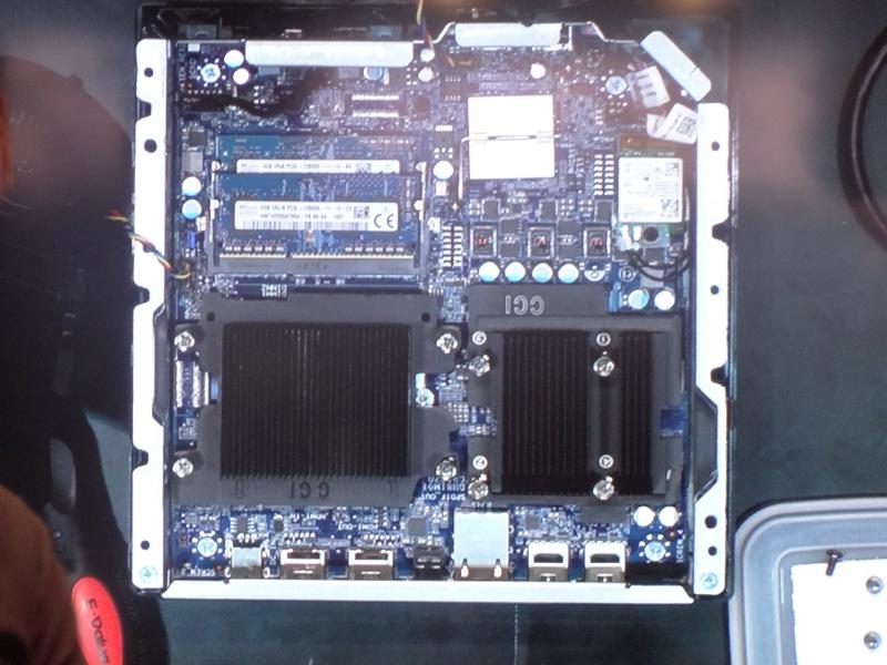 その内部。SO-DIMMはユーザーが交換可能。ヒートシンクを外せばCPUも換えられる