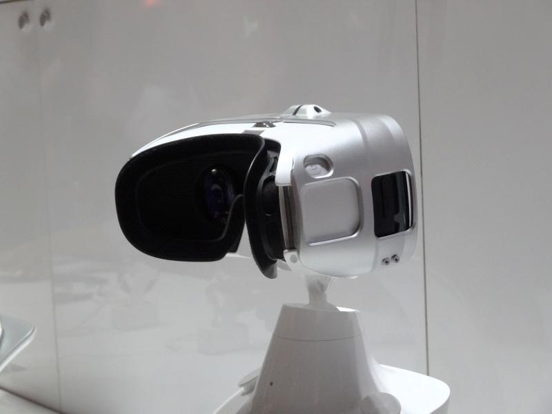 Gear VR。中にはGALAXY Note 4が入っている