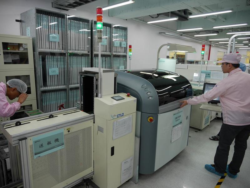 製品製造は日本製の最新工作機械を利用してほぼ自動化されている
