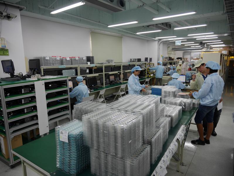 こちらでは、製品梱包前のランダム抜き取り検査を行なっている
