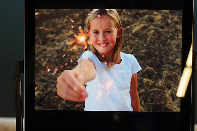 Lytroの撮影画像。ここではモデルの女の子の顔にピントが合っている