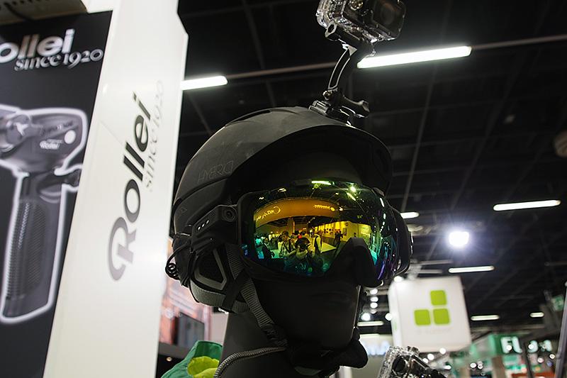 Rolleiは、スキー用のゴーグルにアクションカムを一体化した製品を展示