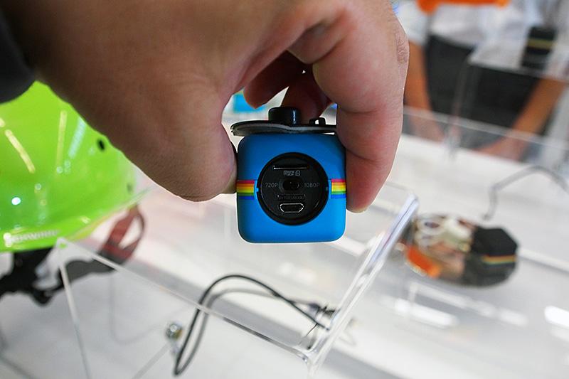 POLAROIDも「Poraloid Cube」としてサイコロ状のアクションカムを販売。GoProには総数で及ばないものの各種マウンタなどの純正アクセサリを多数揃える。安価なアクションカムとして訴求する