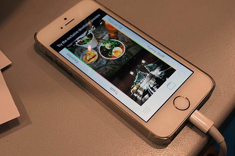 コンシューマ向けのアプリケーションは、Sortpadが展示されていた。カメラロールに記録された写真を、ジャンル別に分類するアプリ。自動検出ではなく、ロールを参照しながら写真を左右にスワイプして分類していく。左右にそれぞれ4カテゴリ、計8カテゴリを設定可能。風景や食べ物といったジャンルのほか、ゴミ箱や分類するだけでFacebookに投稿するカテゴリも設定できる