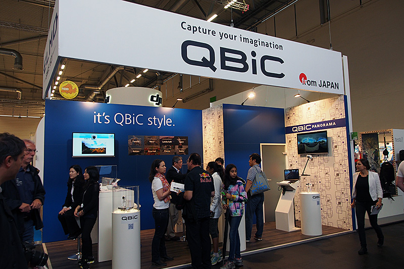 日本企業のELMOも、アクションカムの「QBiC」を展示。3個あるいは4個でパノラマ状の動画撮影