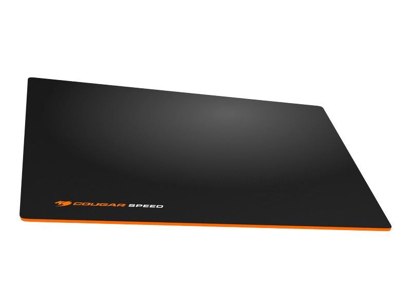 「COUGAR CONTROL mouse pad」(写真はMサイズ)