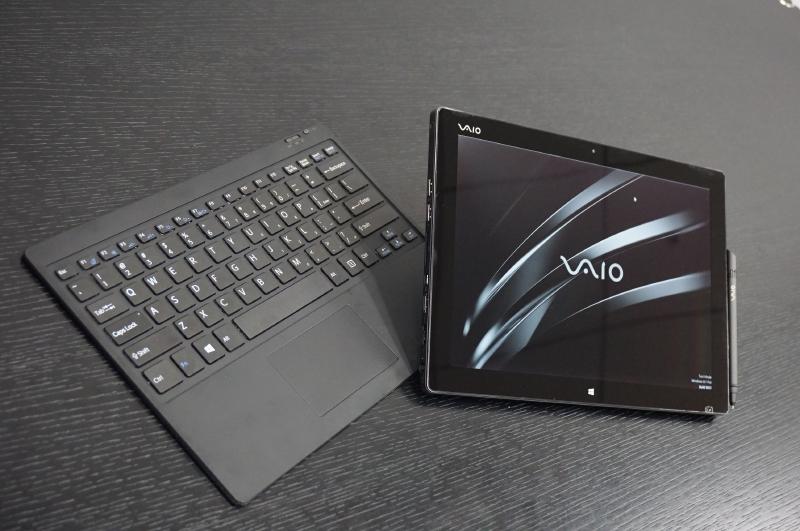 VAIO(株)が公開した開発中のプロトタイプ製品。製品名はまだない