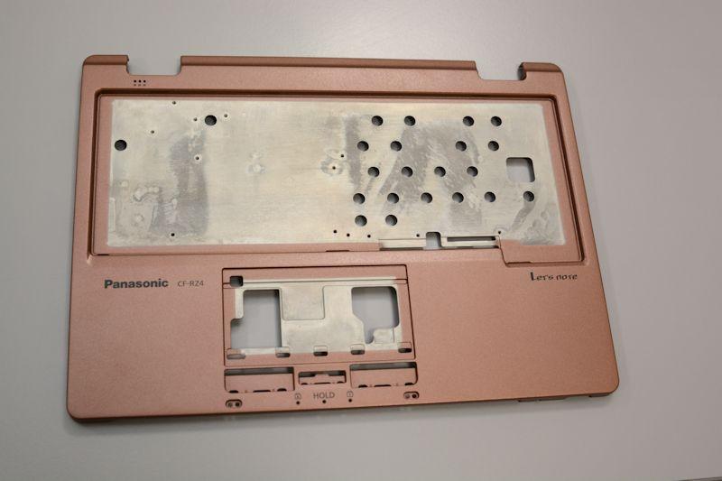 部位ごとに厚みが異なることで軽量化したVHフレームストラクチャを採用するキーボード面キャビネット