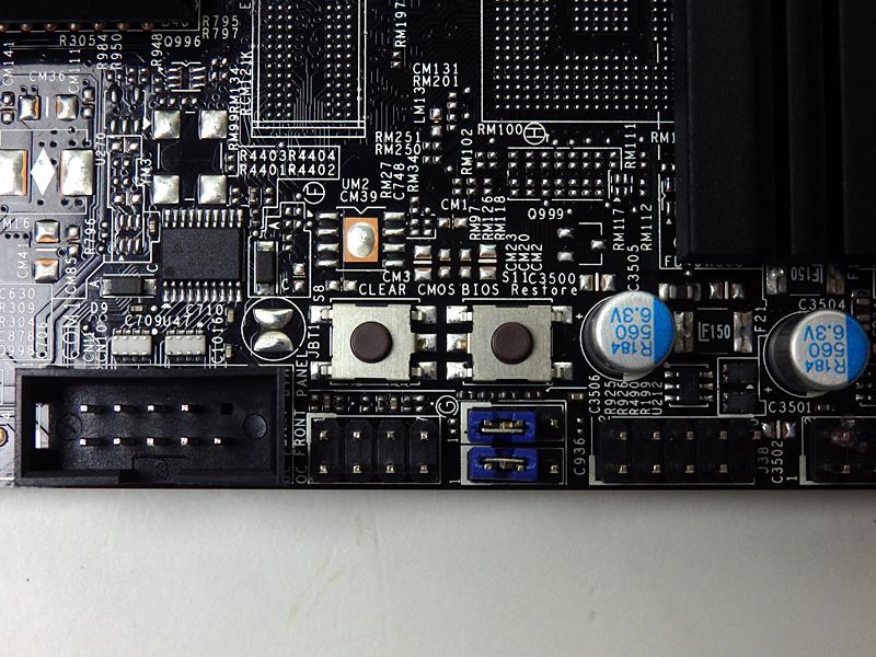BIOSリストアボタン、CMOSクリアボタンは装備