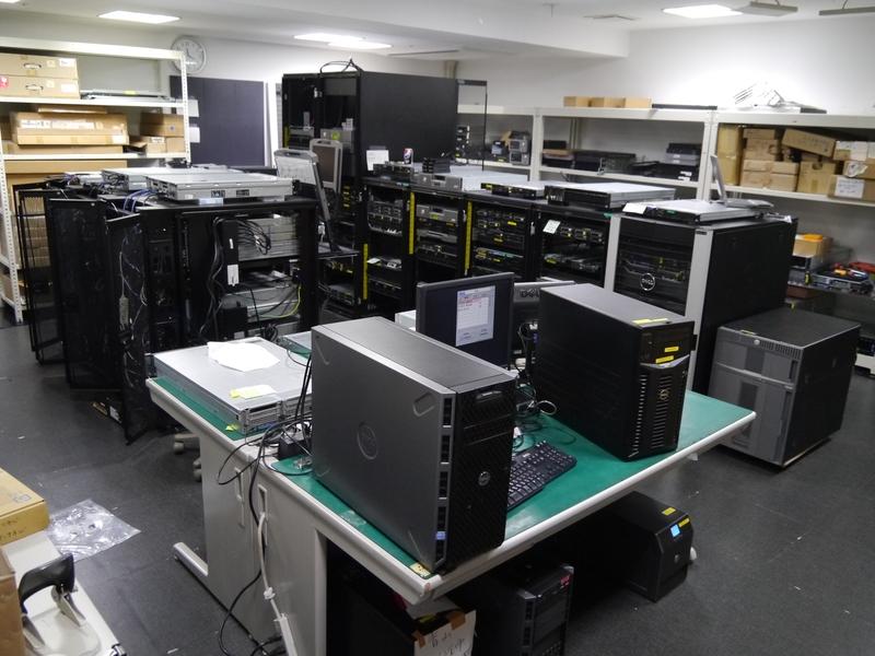 こちらはサーバーの検証室