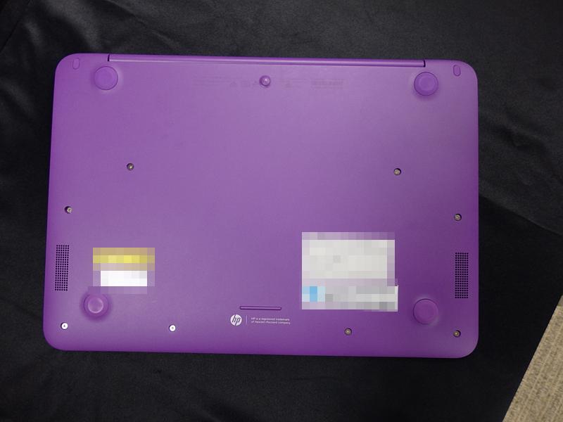 ネオンパープルモデルは底面が鮮やかな紫色となっている