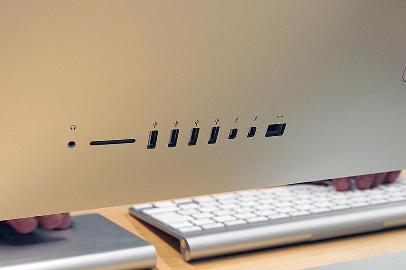 iMac with Retina 5K displayのインターフェイス。配置そのものは従来モデルと変わらない。Thunderboltは、Thuderbolt 2×2ポートになっている