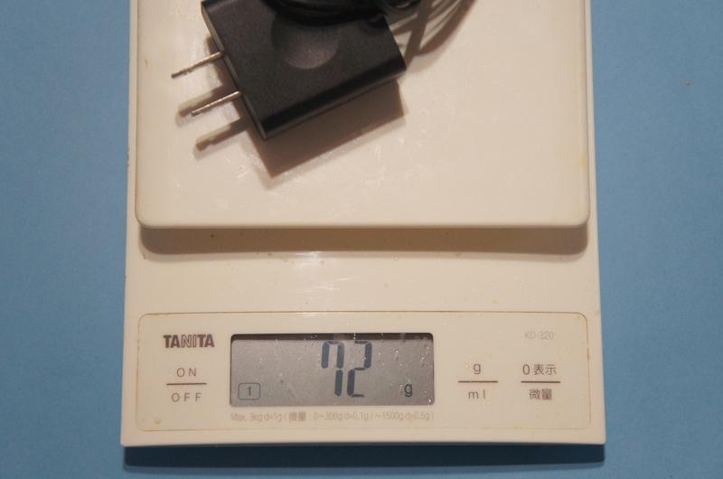 ACアダプタとケーブルの合計重量は、実測で72gであった