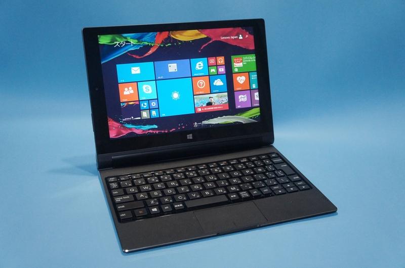 BluetoothキーボードカバーをスタンドモードのYoga Tablet 2 Windowsのバッテリ部分に取り付けたところ
