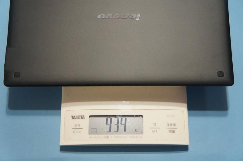 Bluetoothキーボードカバーと本体の合計重量は、実測で934gであった