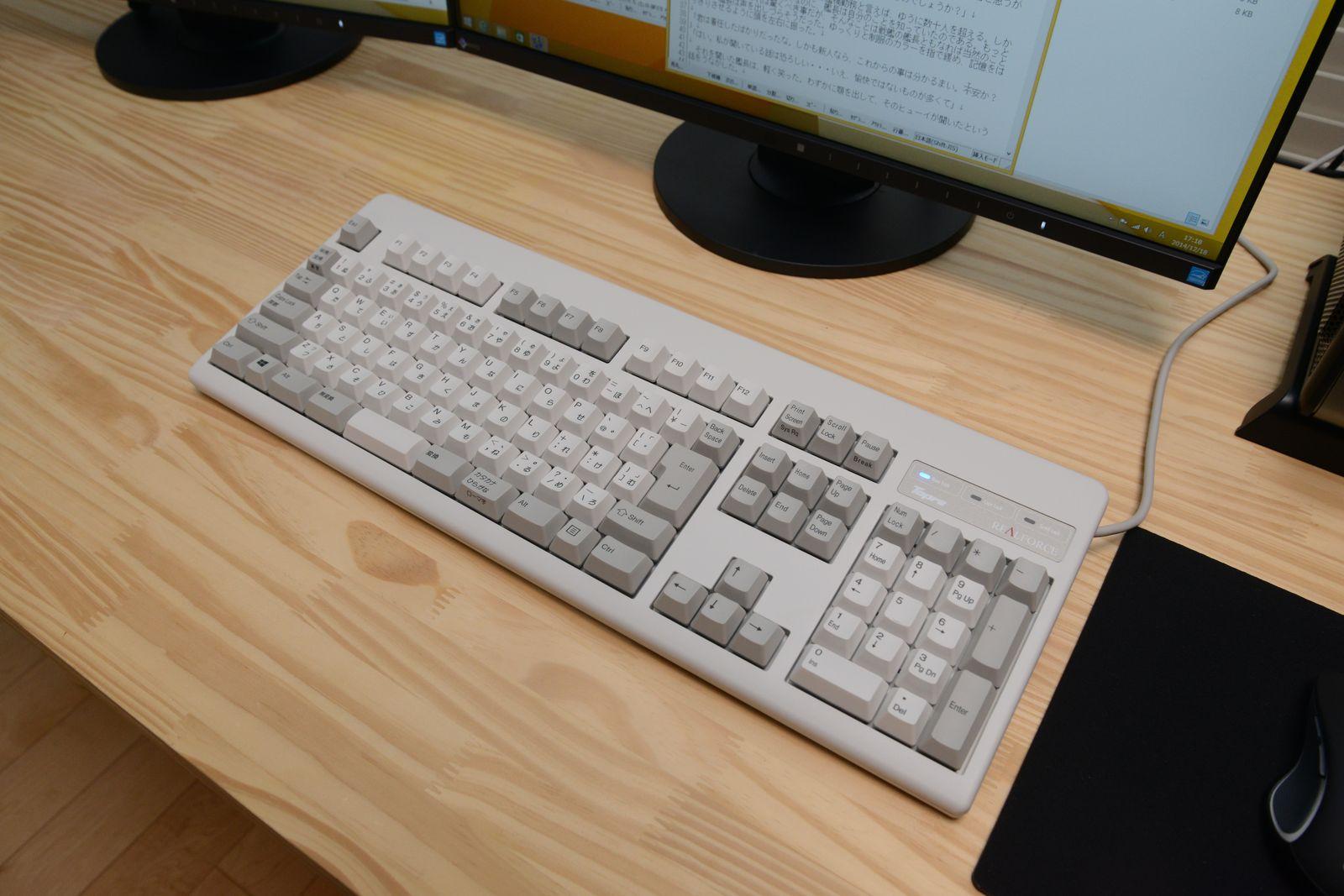 東プレのSA0100。普段、東プレのキーボードを愛用している私にとってはお馴染みさん。是非、そのタッチを体験してみて欲しい