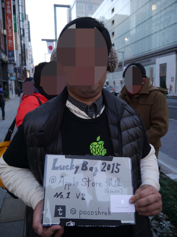 先頭に並んだ男性。福岡県から駆けつけた。2年連続先頭は初めての快挙だという