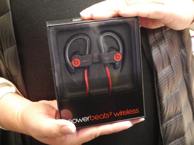 ワイヤレスイヤフォン「PowerBeats 2 Wireless」