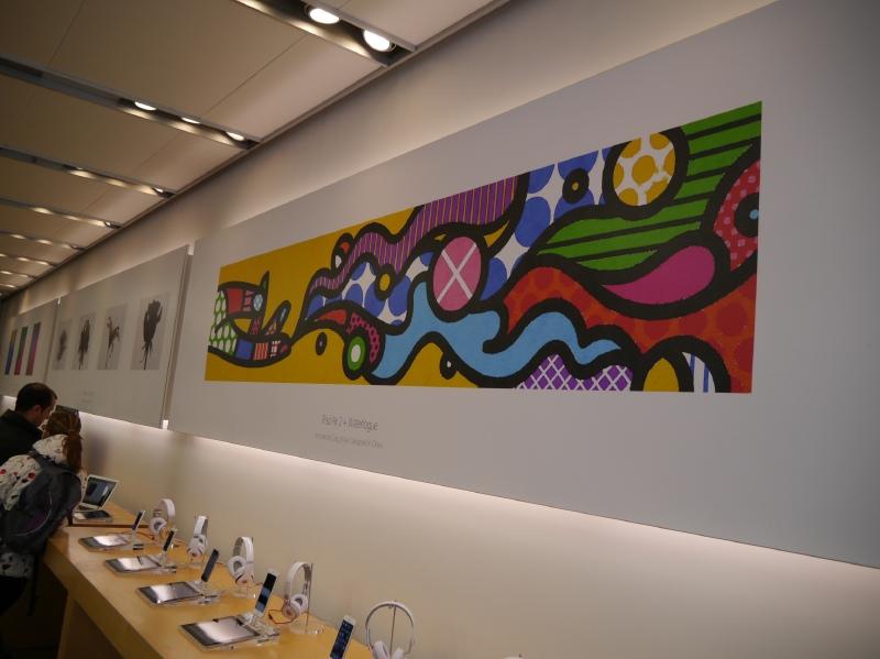 店内は、12月26日からスタートしている「新しい何かを始めよう」キャンペーンによるアーティストの作品を展示していた