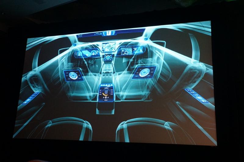 自動車のデジタル化は日々進展しており、デジタル表示可能なディスプレイが増えつつある