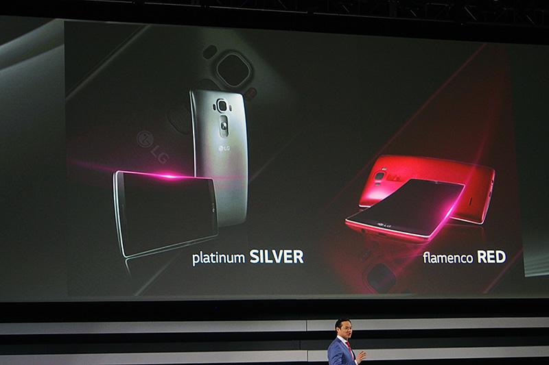 カラーバリエーションは2色。Platinum SilverおよびFlamenco Red