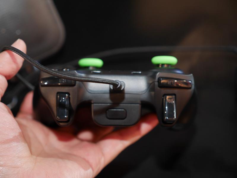 Bluetoothでのワイヤレス接続だけでなくUSBでの有線接続でも利用できる