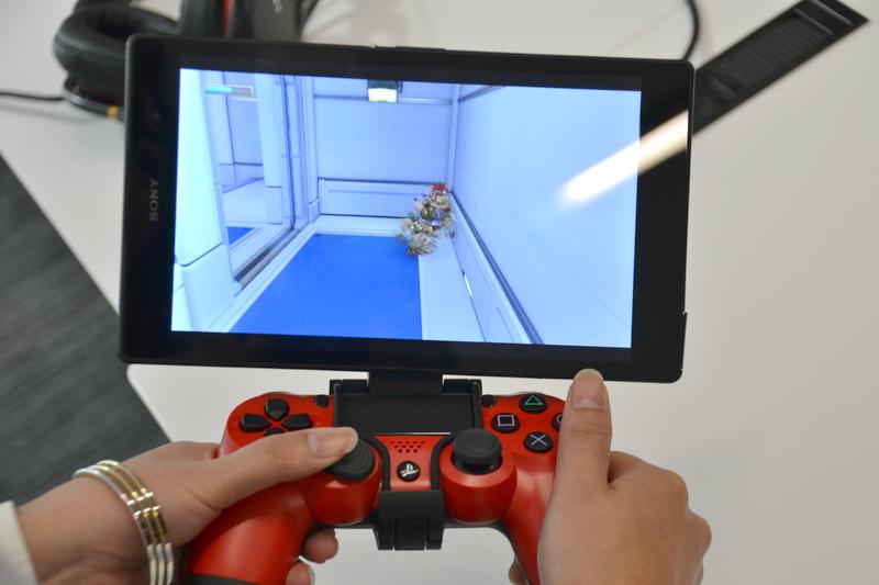 機能的には「PS4 Remote Play」に準じる。DUALSHOCK 4による操作でゲームプレイも違和感なく快適