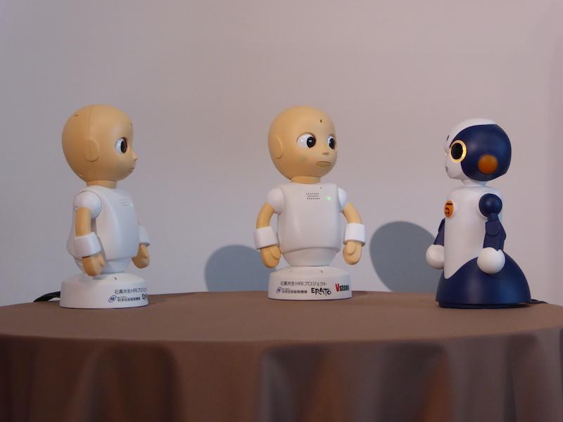 ロボット同士の対話に人間が割り込むかたち