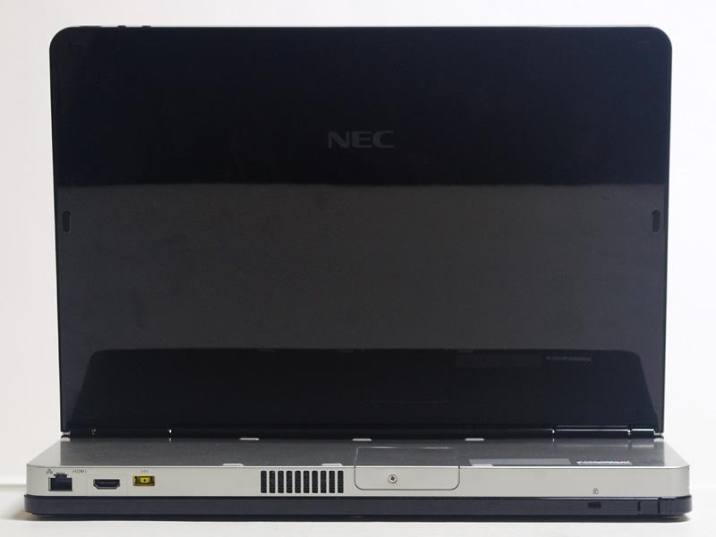 背面。Gigabit Ethernet、HDMI、電源入力。中央近くのネジのあるパネルを外すとメモリスロットが2つあり、片方に8GBが付いている。右側にロックポートとキーボード着脱レバー