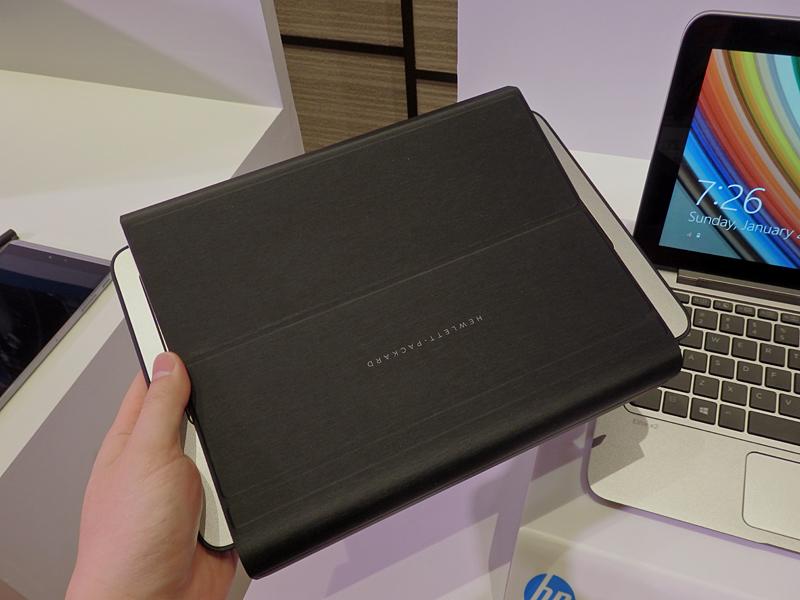カバーが本体背面を覆うようになる。形状としては、コンシューマ向けの「HP Pavilion x2 10」に近い