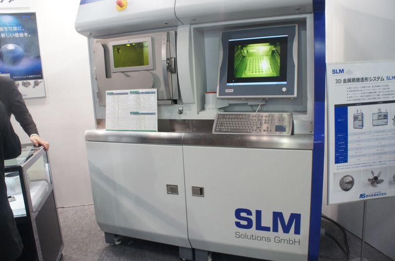 愛知産業ブースに展示されていたSLMソリューションズ製の金属パウダー積層造形システム「SLM 125」。最大造形サイズは125×125×75mm(同)