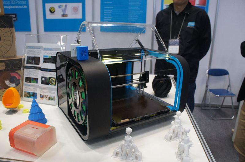 BRULEブースに展示されていたパーソナル3Dプリンタ「CEL ROBOX」。デザインが洗練されている