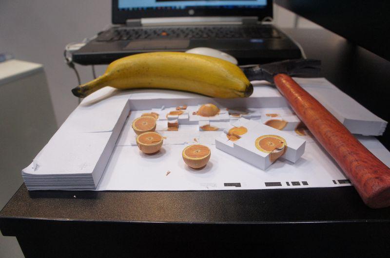 Mcor IRISの出力例。紙なので軽いが、バナナを見れば分かるように、色は非常にリアルだ