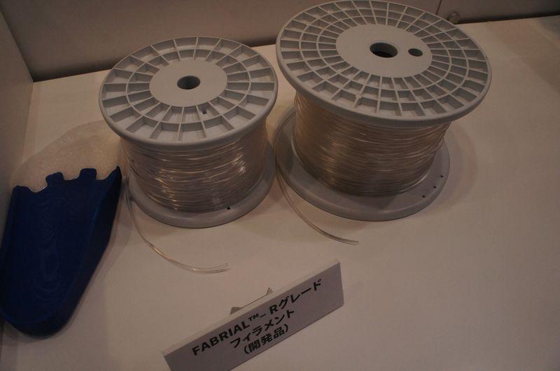 FABRIAL Rグレードを利用したフィラメント。展示されていたフィラメントは直径3mmであった