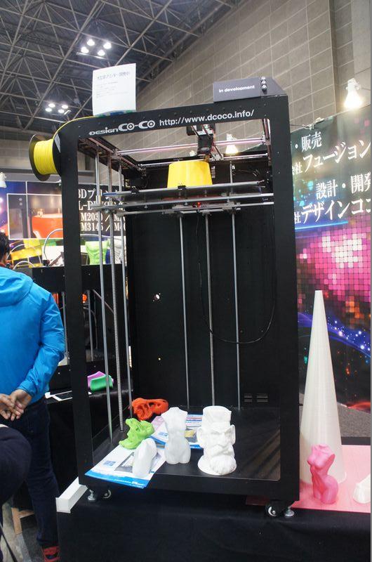 フュージョンテクノロジーが開発中の大型3Dプリンタ。最大造形サイズは500×500×1,000mm(同)と大きい