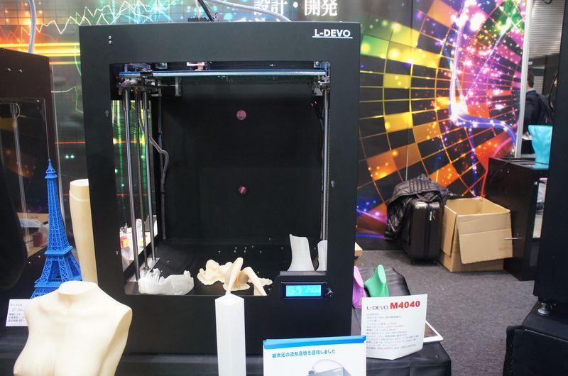 フュージョンテクノロジーのパーソナル3Dプリンタ「L-DEVO M4040」。積層ピッチは0.05~0.3mmで、最大造形サイズは400×400×400mm(同)である