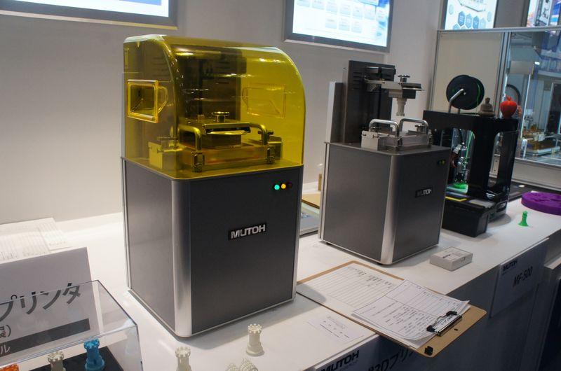 ムトーエンジニアリングが参考出展していた光造形式3Dプリンタ。光源にはDLPを採用している