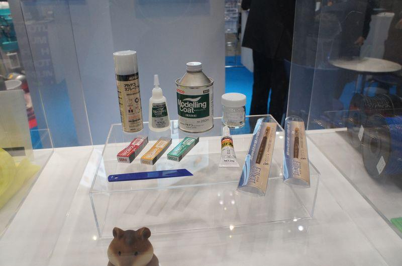 モデリングオーバーコートは、ヤスリやコート剤などがセットになっている