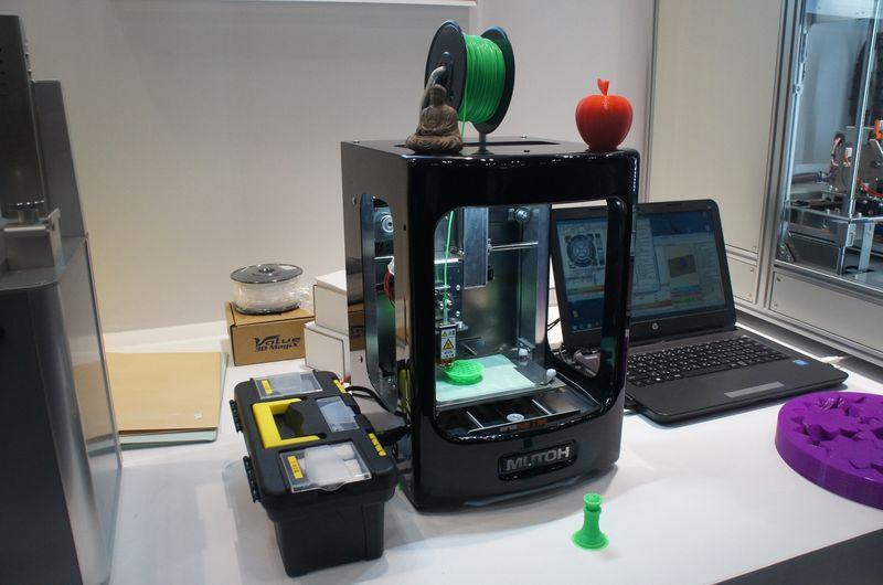 こちらはムトーエンジニアリングのパーソナル3Dプリンタ「MF-500」。遊作くんをベースにしているが、ヘッド周りは自社開発となる