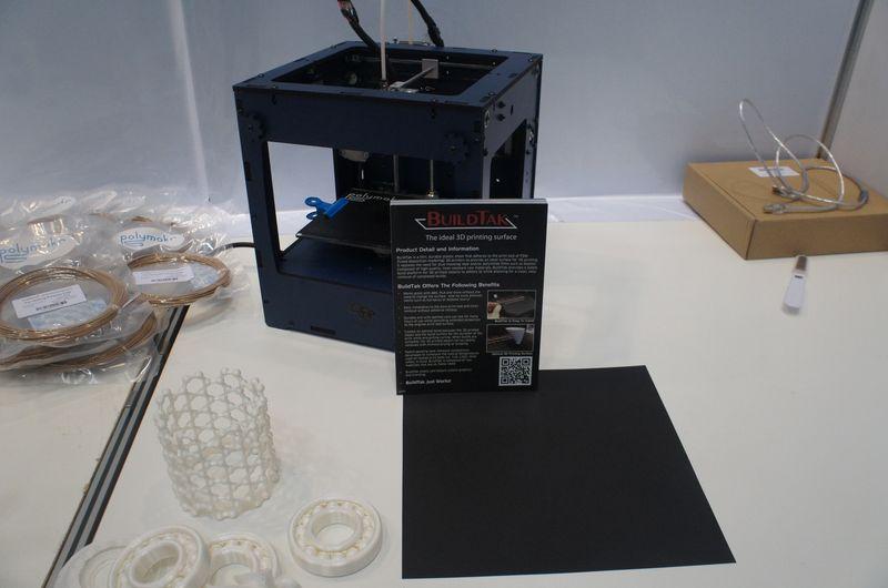 Polymakrの3Dプリンタ用高耐久シート「BuildTak」。フィラメントの食いつきがよく、出力トラブルを防げる