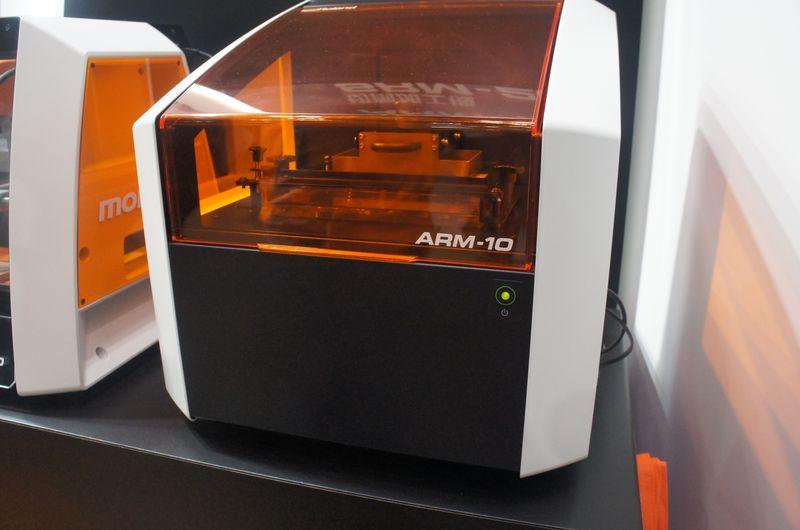 ローランドDGの光造形式パーソナル3Dプリンタ「ARM-10」