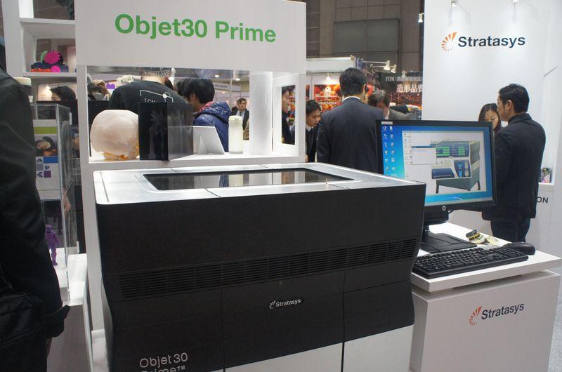 Stratasysブースに展示されていた「Objet30 Prime」。Polyjet方式の3Dプリンタで、12種類もの材料を利用できる