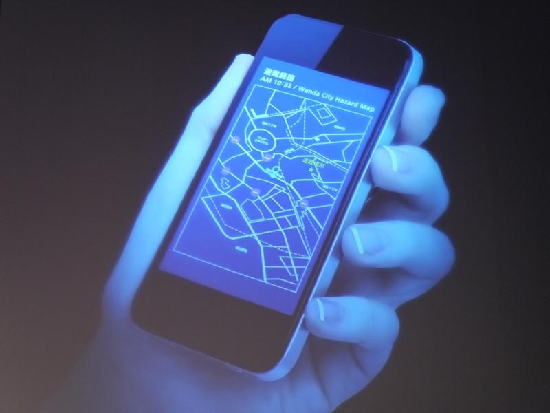 スマートフォンにも避難経路を表示して誘導することができる