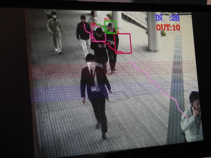 顔認証技術と連動して、危険人物を判別することもできる