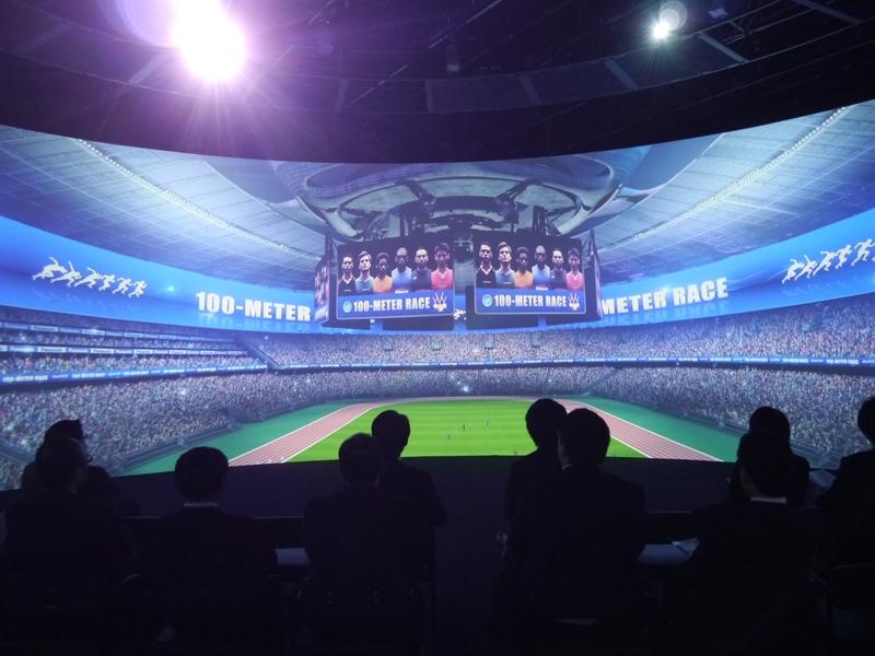スタジアムの感動を届ける360度マルチスクリーン