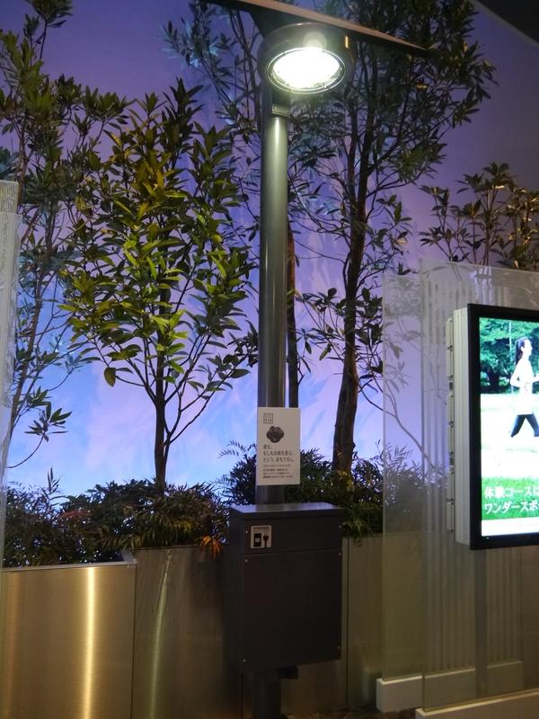 スマートライティング。自立型の照明で監視カメラとも連動している