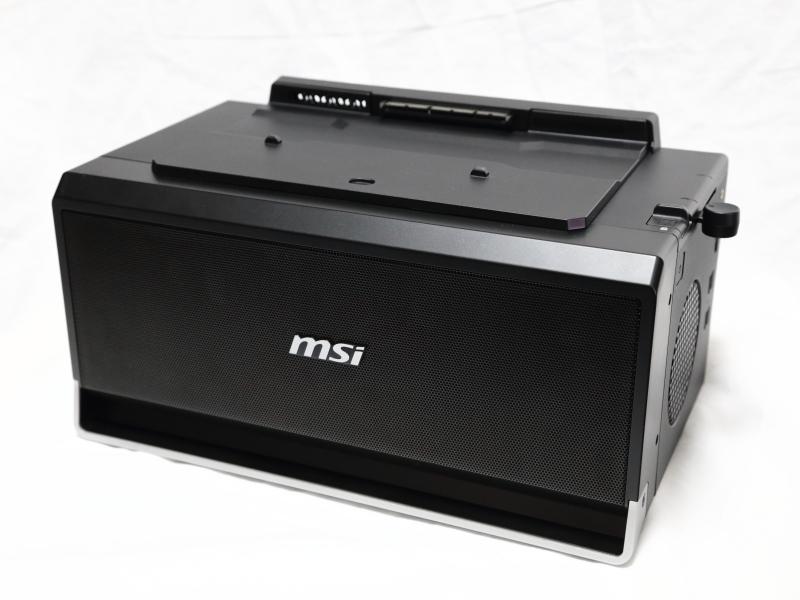 G-Dock本体。筐体サイズは364.4×209×197.7mm(同)で、Mini-ITXマザーボード対応キューブ型PCケース並のサイズがある