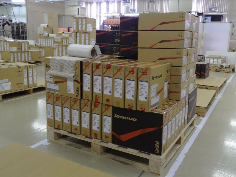 出荷を待つ、NEC PCとThinkPad製品